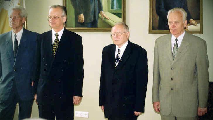 akadēmiķis Jānis Lielpēteris (no kreisās), Juris Ekmanis, Jānis Stradiņš un Tālis Millers